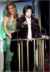 Michael Jackson agradeciendo premio